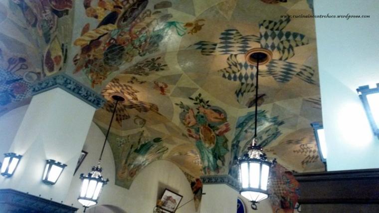 I soffitti, magnificamente affrescati, dell'HB